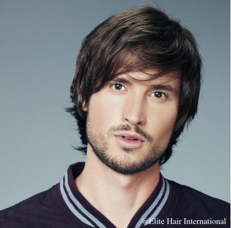 Portrait homme portant la perruque Alexis *, en cheveux de synthèse, Elite Hair International