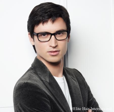 Portrait homme portant la perruque Hugo ***, en cheveux de synthèse, Elite Hair International