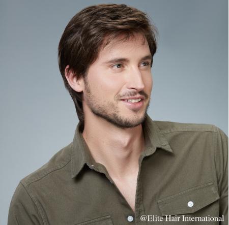 Portrait homme portant la perruque Marc *****, en cheveux de synthèse, Elite Hair International