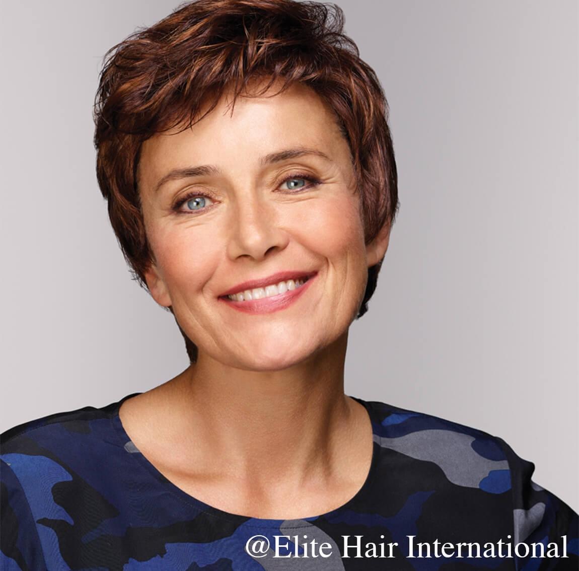 La perruque Caresse est une coupe courte d'une grande élégance en cheveux de synthèse, Elite Hair International
