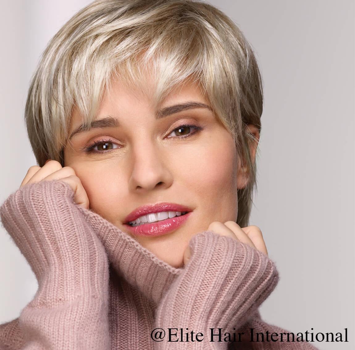 Portrait femme perruque Emotion, blonde, cheveux synthètiques, elite hair international