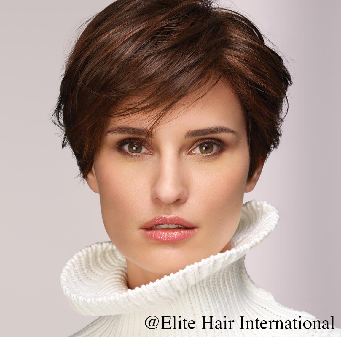 Portrait Femme avec la perruque Fascination ***** d'Elite Hair International, perruque en cheveux synthétiques