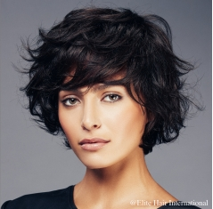 Portrait femme absolut noir, cheveux de synthèse, perruque femme, elite hair international