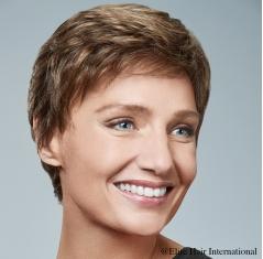 Portrait femme avec la perruque Elégance R **, perruque cheveux courts en cheveux synthétiques, Elite Hair International