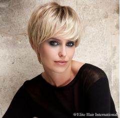 Portrait d'une femme avec la perruque Instant en blond, cheveux de synthèse, Elite Hair International