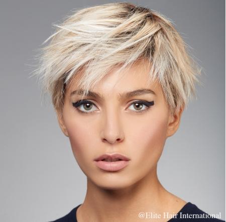Portrait Femme Regard blonde, en cheveux de synthèse, Elite Hair International