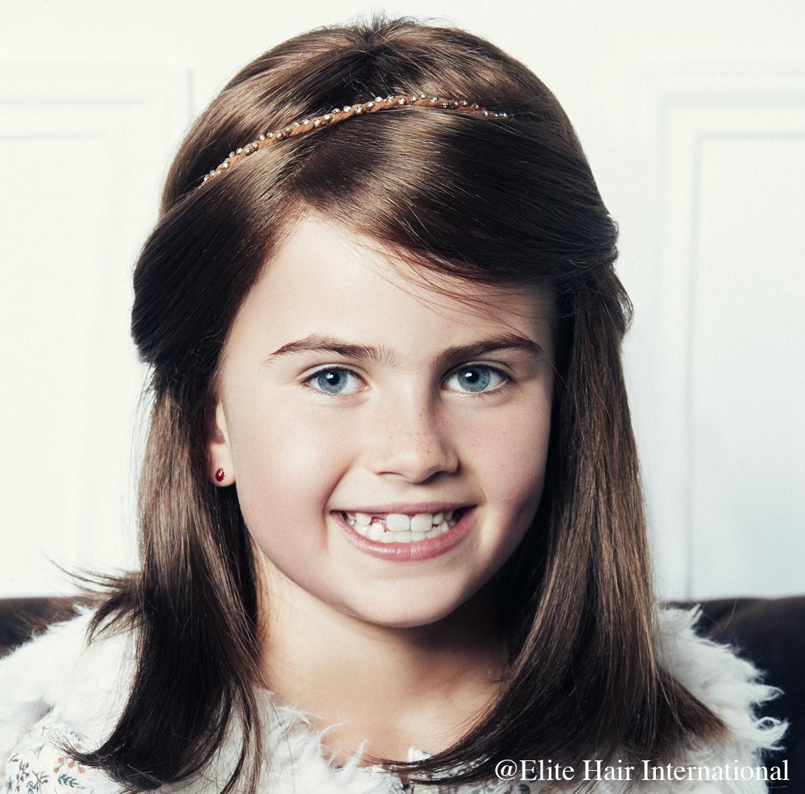 Portrait enfant portant la perruque Elite Kid, perruque 100 % remboursée d'Elite Hair International