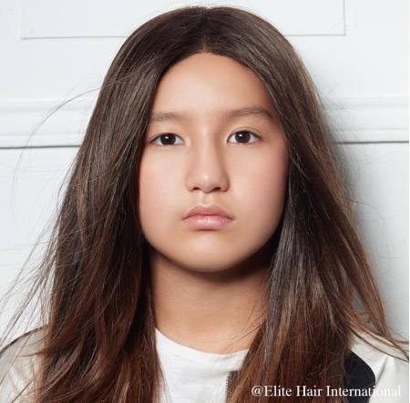 Portrait d'une ado portant la perruque pour enfant Ariane, 100% remboursée d'Elite Hair International
