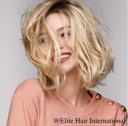 Portrait femme portant la perruque Etincelle***, en cheveux de synthèse, Elite Hair International