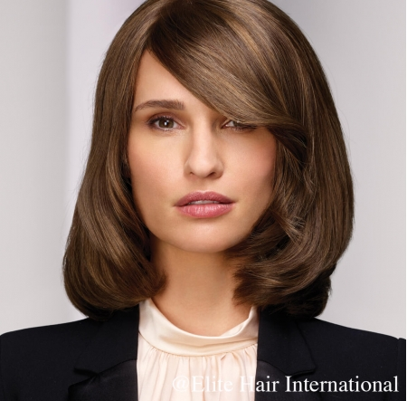 Portait femme portant la perruque naturelle Exception d'Elite Hair International